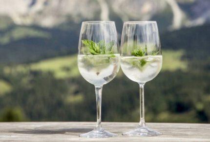 Zelf Hugo maken: het recept voor de lekkerste cocktail uit Zuid-Tirol